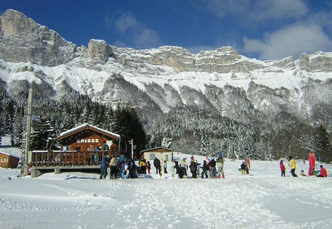 station de ski saint hilaire du touvet alpes du nord is re domaine skiable. Black Bedroom Furniture Sets. Home Design Ideas