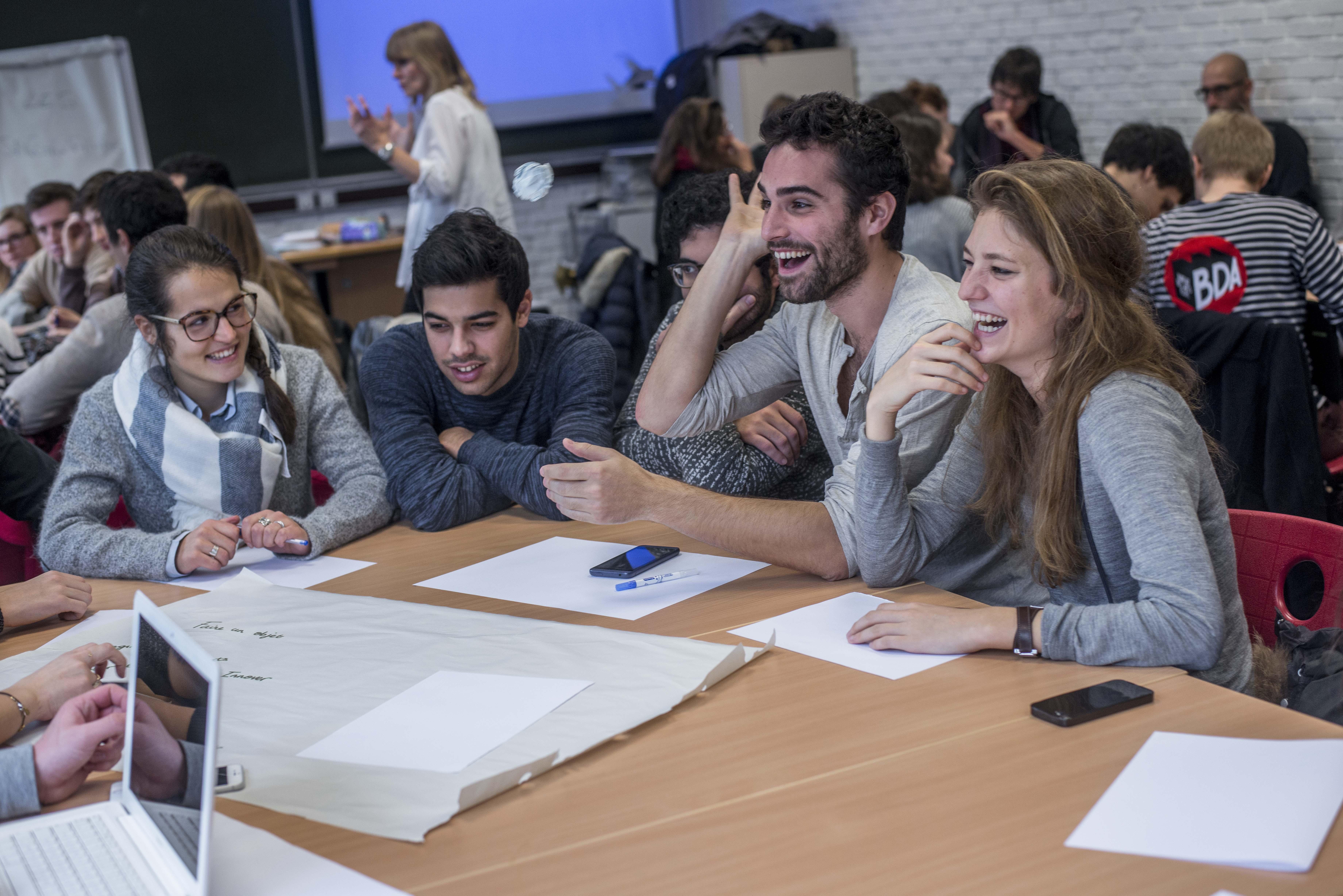 L'ESSEC Business School et Coursera offrent  des cours certifiés aux étudiants du Global BBA
