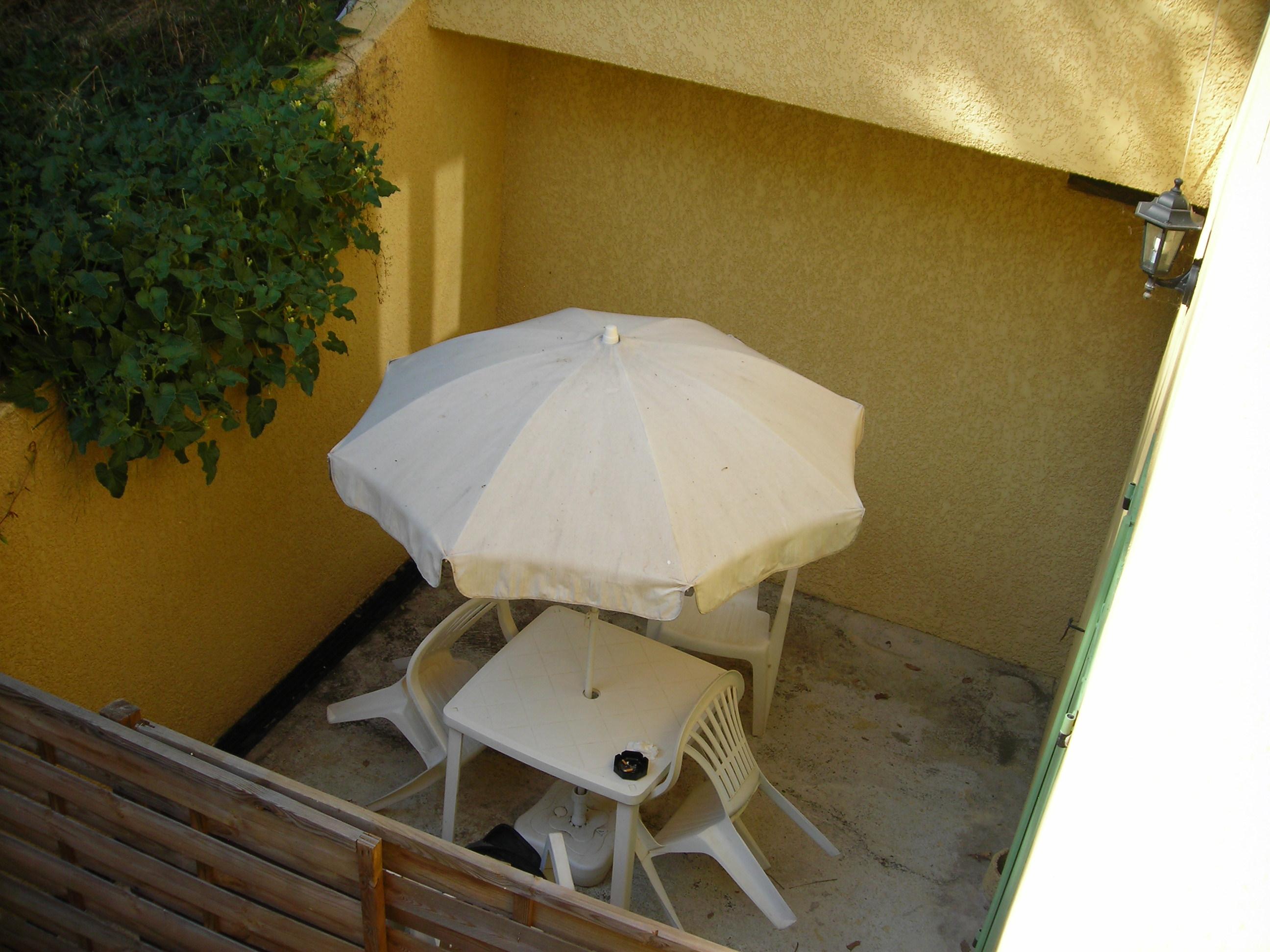 location tudiant loue appartement f2 meubl pour tudiant avec internet par wifi gratuit et. Black Bedroom Furniture Sets. Home Design Ideas