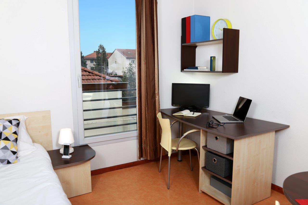 location tudiant studio meubl lyon 8 me. Black Bedroom Furniture Sets. Home Design Ideas