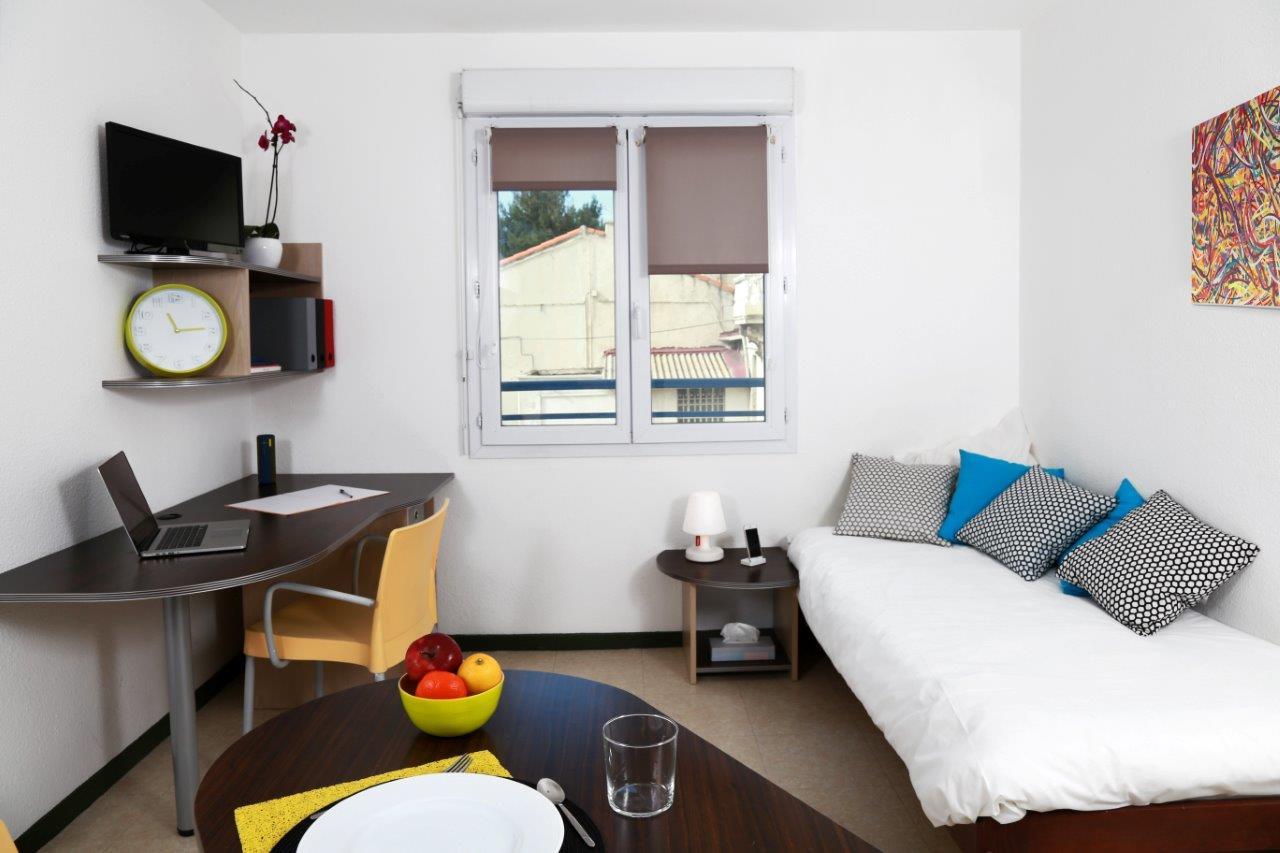 location tudiant studio meubl marseille timone. Black Bedroom Furniture Sets. Home Design Ideas