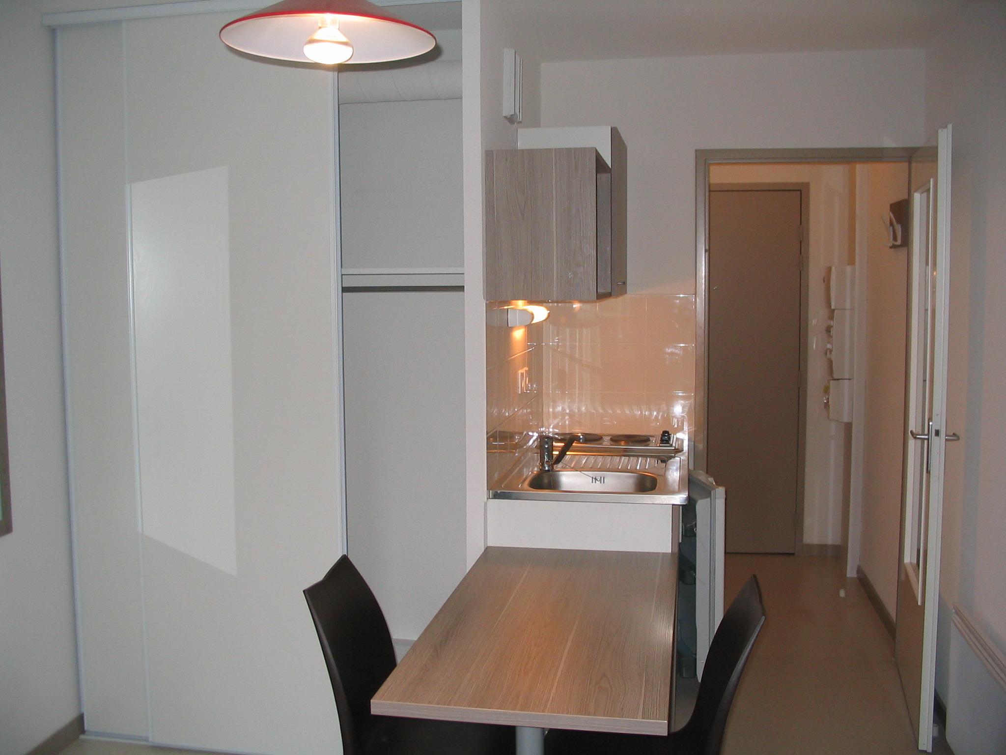 location tudiant studio meubl lyon parilly. Black Bedroom Furniture Sets. Home Design Ideas