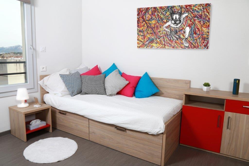 location tudiant studio meubl aix en provence. Black Bedroom Furniture Sets. Home Design Ideas