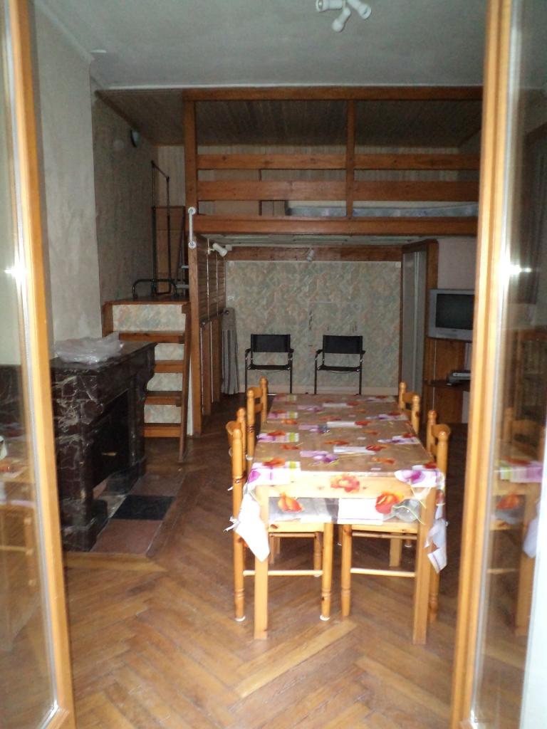 location tudiant meubl 45m2 avec terrasse f1bis lyon 7 guilloti re. Black Bedroom Furniture Sets. Home Design Ideas