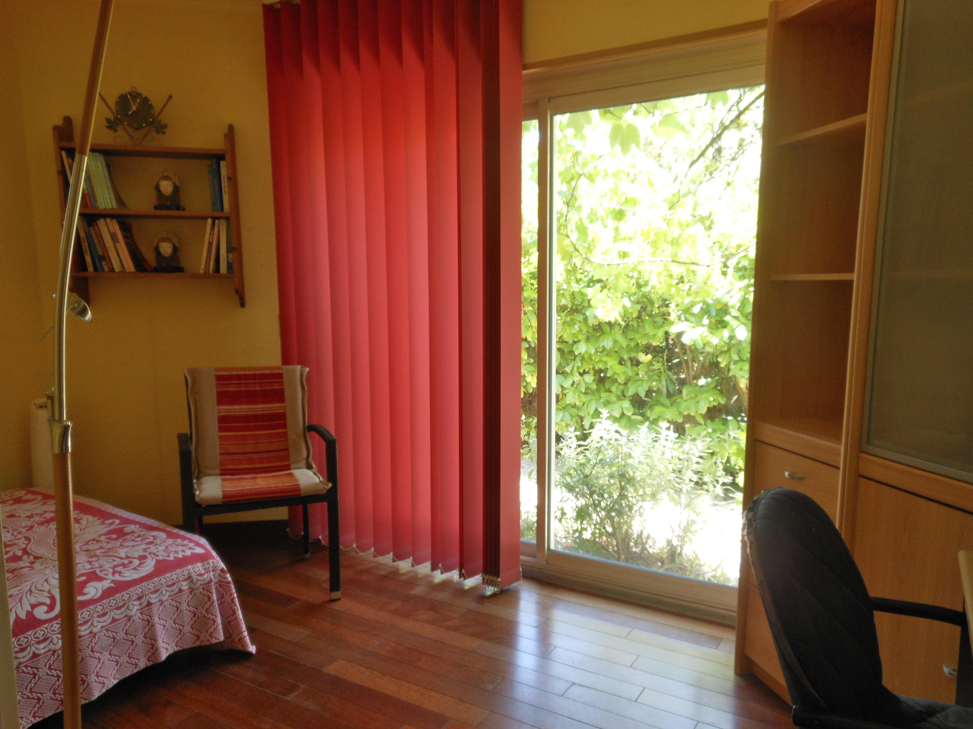 Colocation senior loue 2 chambres dans appartement en rdc d 39 une villa - Appartement avec une chambre ...
